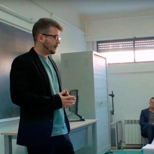 psicólogos avila dando clase en la universidad
